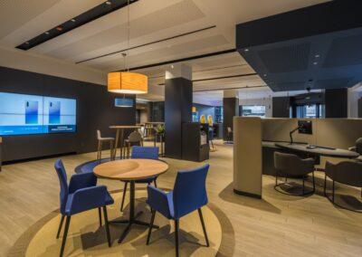 Reforma oficina bancaria para Store y Business Bank en Alberto Aguilera para Caixabank